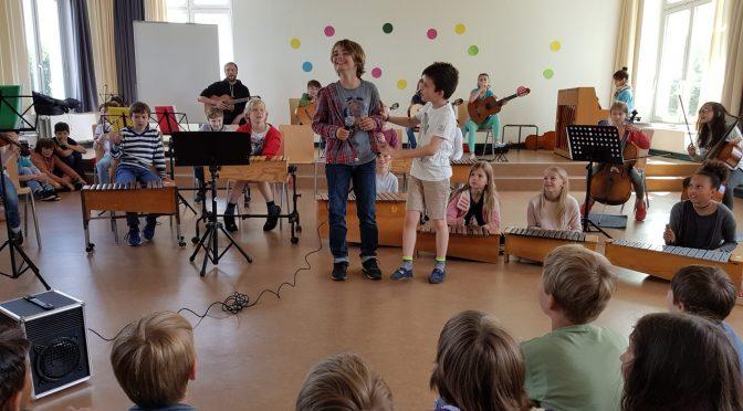 Das Orchester der vierten Klasse sagt Tschüss!